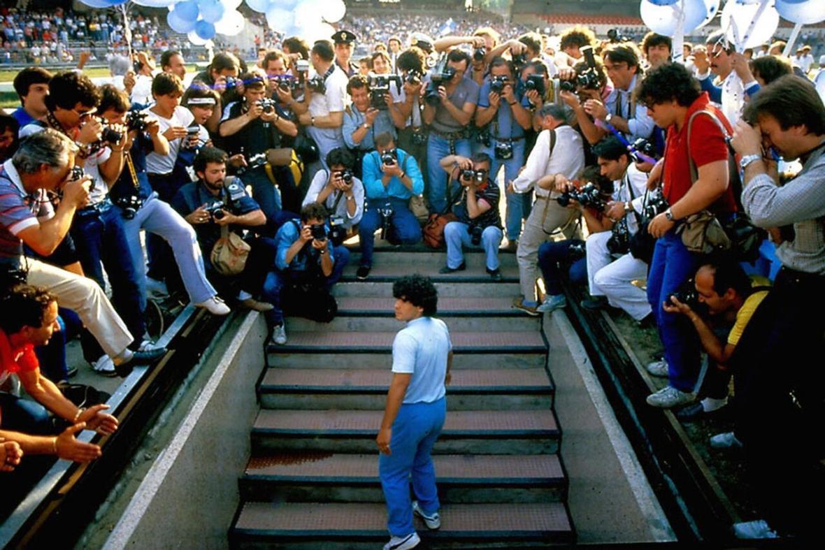 خبرنگاران واکنش های مختلف باشگاه ها و ستاره های فوتبال به درگذشت مارادونا