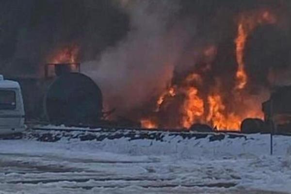 خروج آتشین قطار حامل نفت خام از ریل