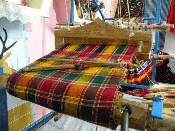 خبرنگاران 26 مجوز صنایع دستی برای صنعتگران اسفراین صادر شد