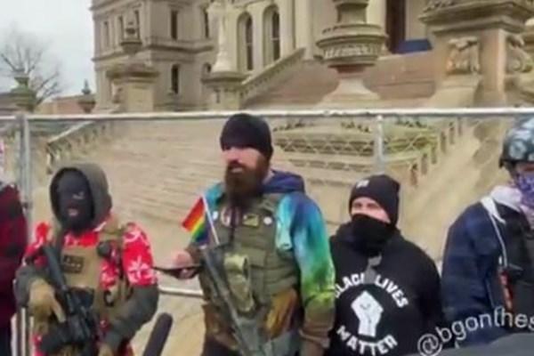 تجمع معترضان مسلح در مقابل کنگره های ایالتی آمریکا