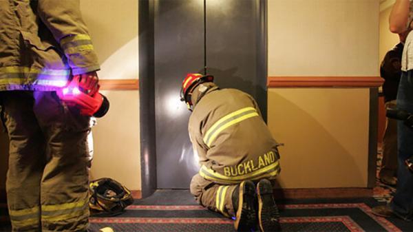 5 نکته ای که برای خروج ایمن از آسانسور باید بدانید